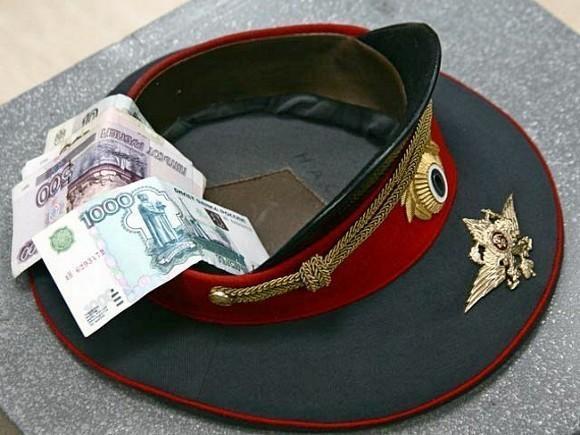 В Краснодарском крае сотрудник МВД отобрал у подчиненных премии ко Дню полиции