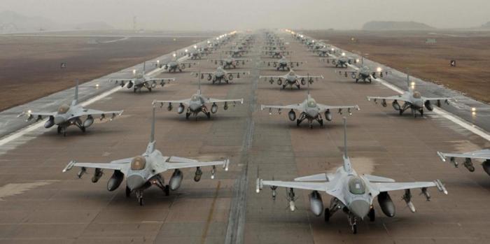 НАТО активно формирует у границ России «наступательный кулак»