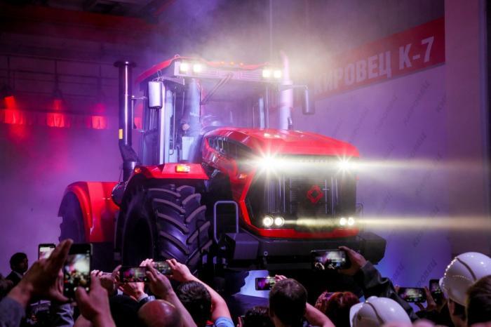 Петербургский тракторный завод наладилсерийное производство новой линейки тракторов «Кировец» К-7