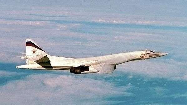 Министерство обороны показало видео полета ракетоносцев Ту-160 над Балтийским морем