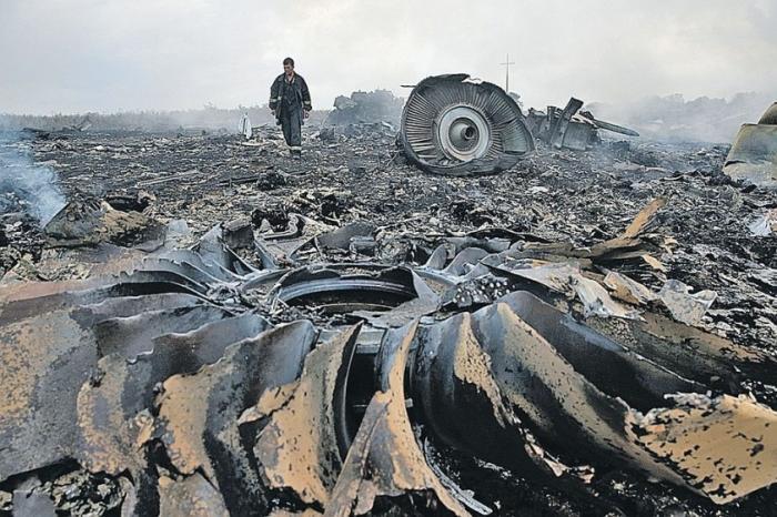Останки жертв сбитого над Донбассом Боинга рейс MH17 до сих пор не собраны