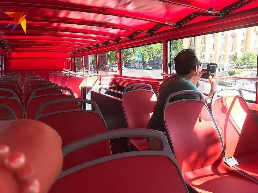 Двухэтажный туристический автобус ходит пустой Фото: Дина КАРПИЦКАЯ
