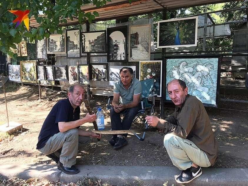 Спустя две недели грузины уже адаптировались и смирились с тем, что турсезон сорван Фото: Дина КАРПИЦКАЯ