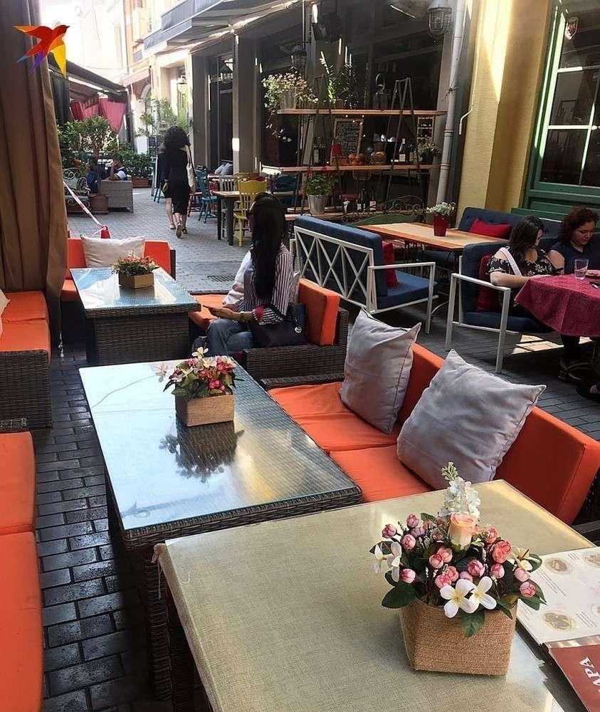 В тбилисских кафе теперь пусто и скучно Фото: Дина КАРПИЦКАЯ