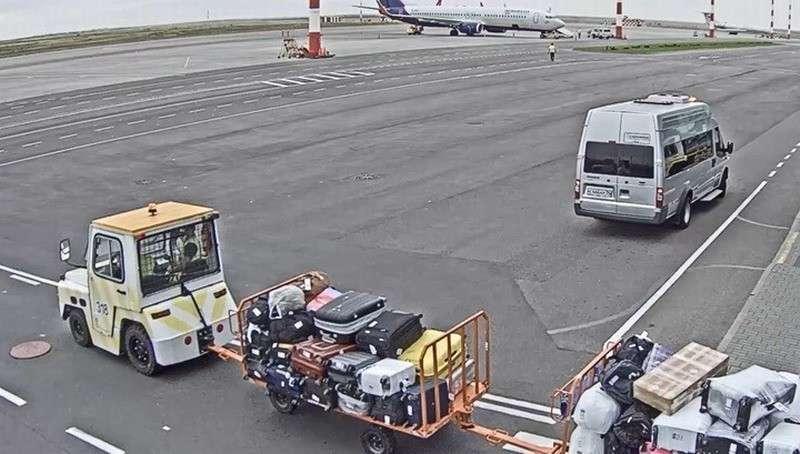 В Волгограде сотрудники аэропорта почти год воровали вещи пассажиров