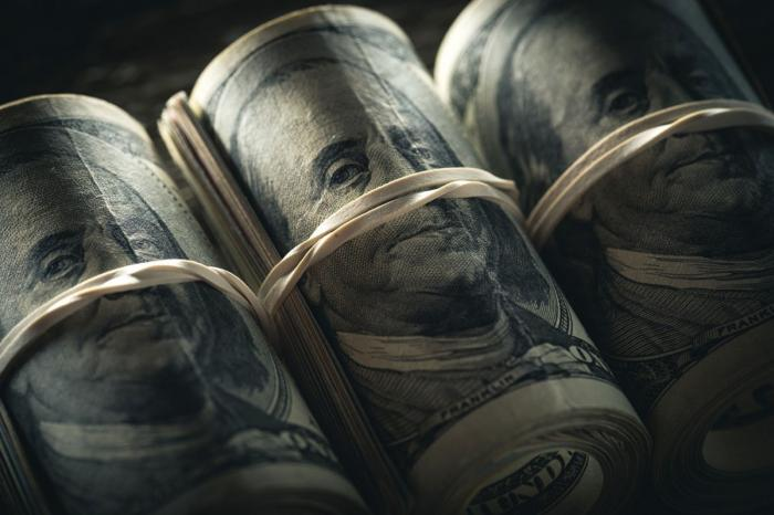 Иностранные инвесторы избавляются от долларовых активов и гособлигаций США