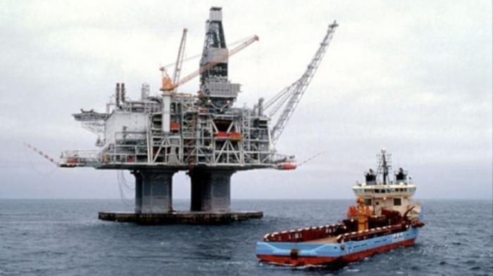 Криворукие американцы снова вылили тысячи галлонов нефти в океан. Куда смотрит Гринпис?