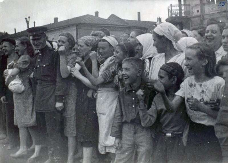 75 лет назад сбылась мечта фашистов, они прошлись по Москве парадом. За ними даже асфальт помыли