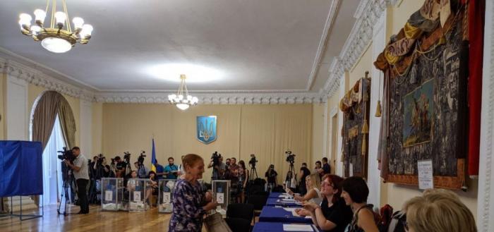 Официальные экзит-полы: на выборах в Верховную Раду Украины проходят пять партий