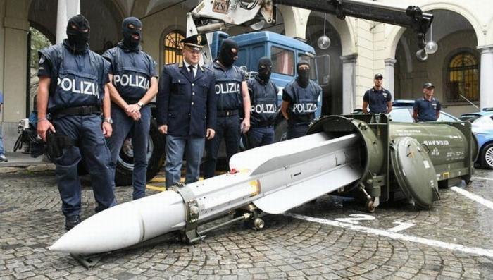 Обнаруженный в Италии арсенал неонацистов: следы ведут на Украину к неонацистам «Азова»