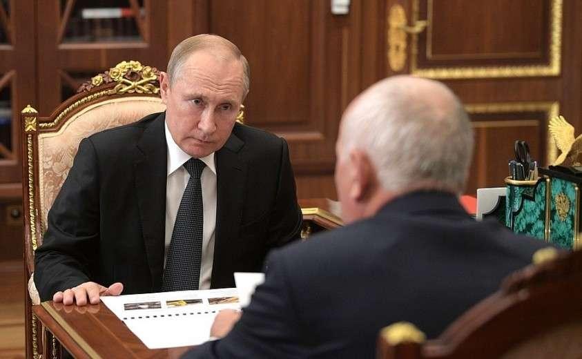 На встрече с генеральным директором государственной корпорации «Ростех» Сергеем Чемезовым.