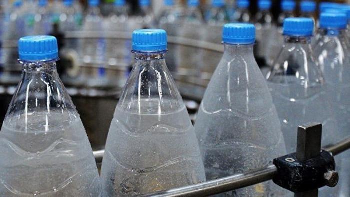 Более четверти продаваемой в России питьевой воды – подделка