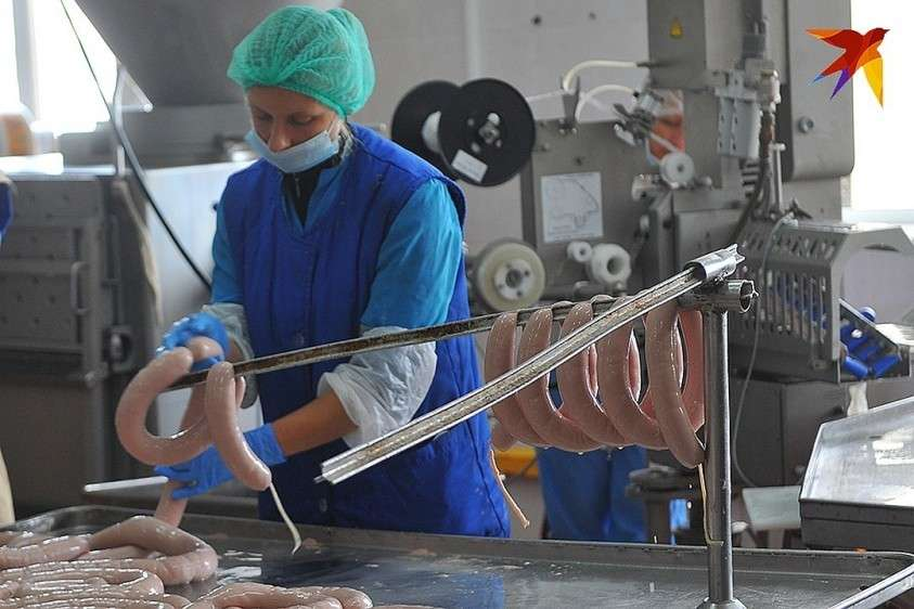 Даже если на колбасе крупно пишут «Не содержит сои», это означает, что вместо сои там – субпродукты и жиры Фото: Евгения ГУСЕВА