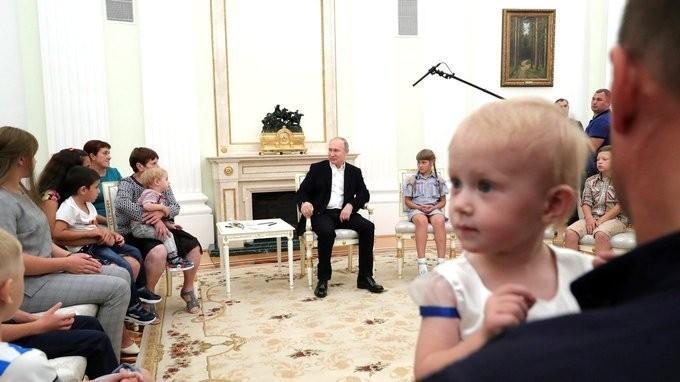 Владимир Путин пригласил в Кремль пострадавших от наводнения в Иркутской области