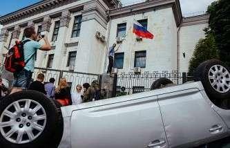 СК: возбуждено уголовное дело по факту нападения на посольство РФ в Киеве в июне 2014 года