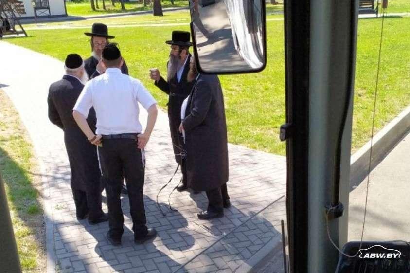 Что для белоруса дикость, для иудея нормально? Во что превратили автобус 35 дикарей из США