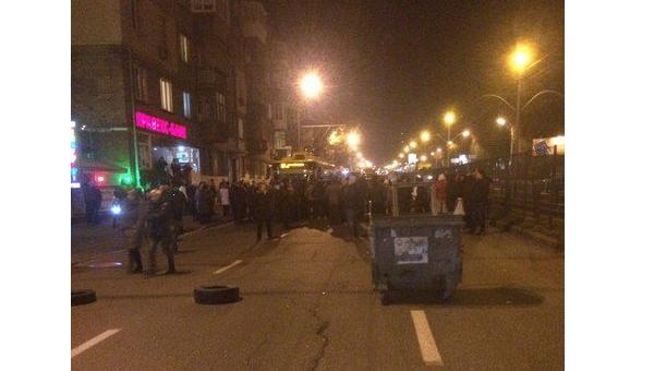 Замёрзшие киевляне перекрывают улицы