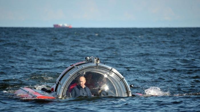 Владимир Путин в батискафе погрузился к месту гибели подводной лодки Щ-308