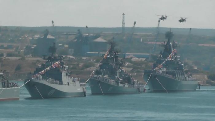 В Севастополе прошла генеральная репетиция парада ко Дню ВМФ