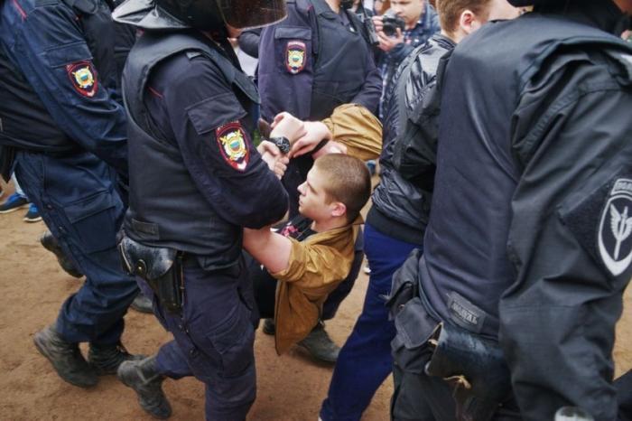 Задержанных на несанкционированных митингах молодых людей отправят в военкоматы