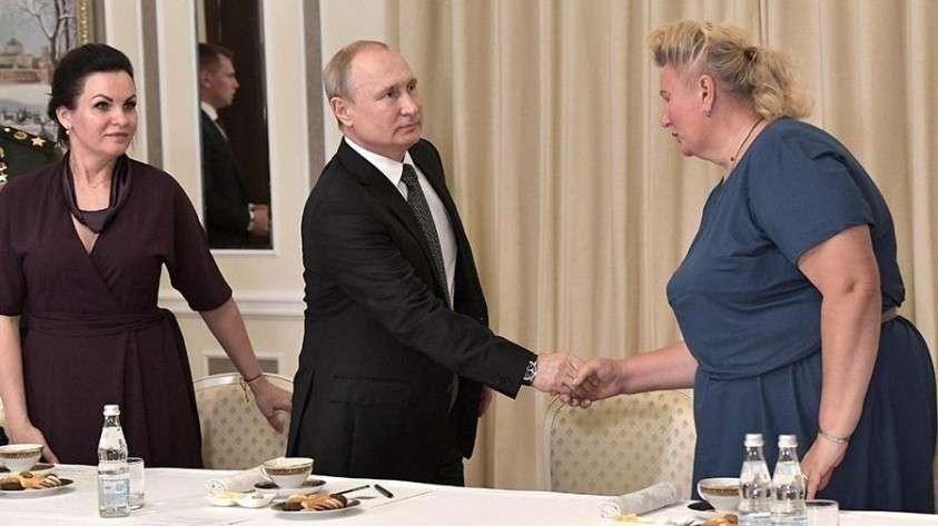 Путин встретился с семьями подводников, погибших в Баренцевом море
