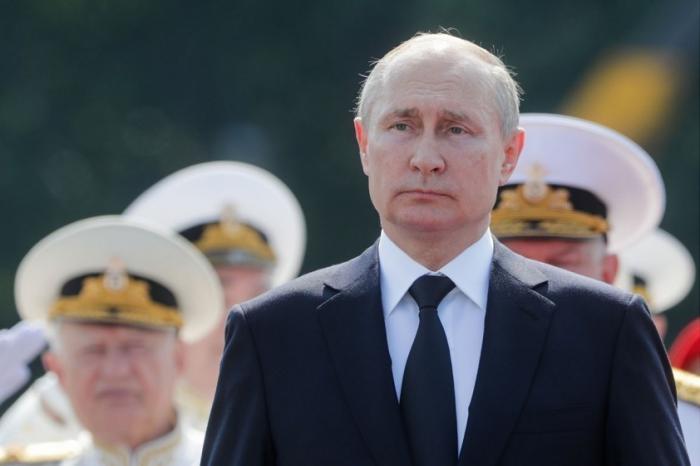 Путин на «Рапторе» приветствовал участников главного военно-морского парада