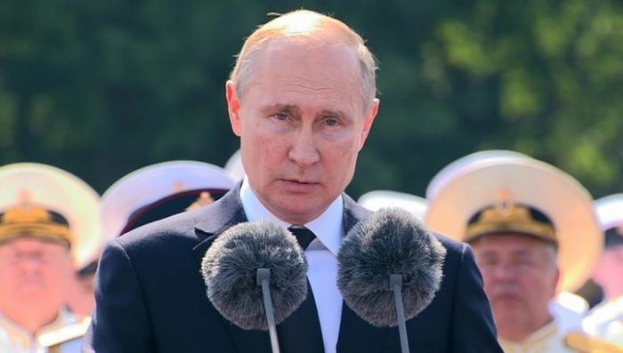 Путин на параде ВМФ: Россия готова дать отпор любому агрессору