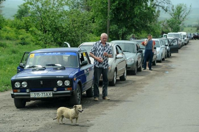 Очереди из украинских туристов выстроились на границе с Крымом