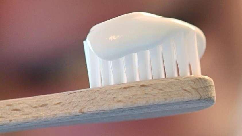 Эксперты «Росконтроля» назвали токсичную зубную пасту