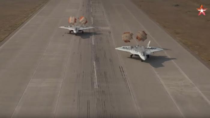 Российский истребитель пятого поколения Су-57 запущен в серийное производство