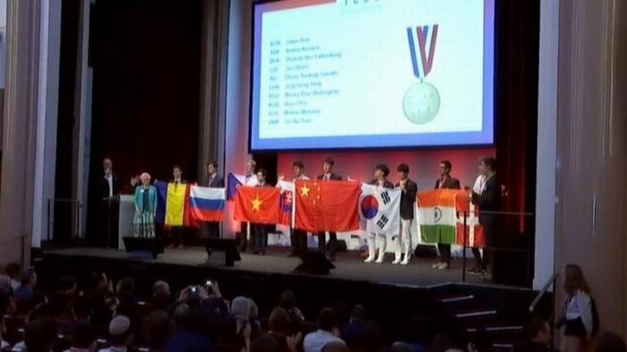 Российские школьники завоевали золото на международной олимпиаде по химии в Париже