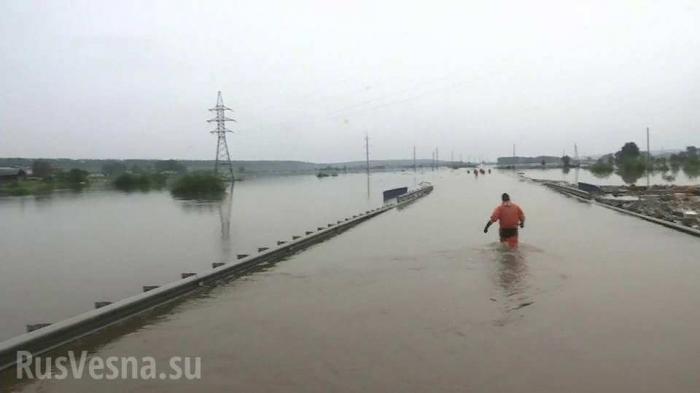 Тулун вновь заливает, местные жители публикуют ужасающие кадры: «наше второе наводнение»