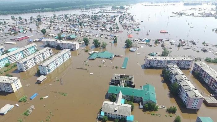 Наводнение в Иркутской области: новая 10-метровая дамба в Тулуне скрылась под водой