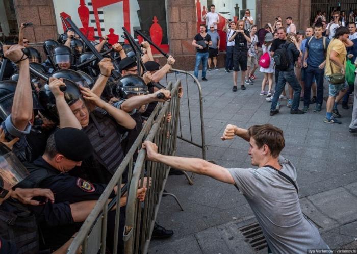 Обращение к русским дуракам, вставшим в субботу в Москве под еврейские знамёна