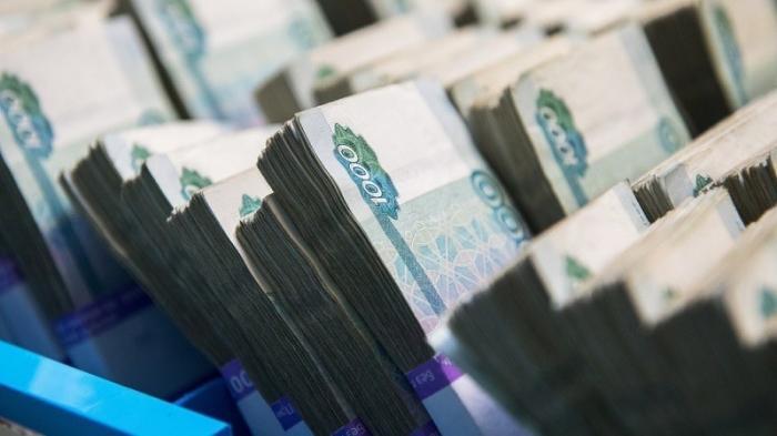 Какова доля россиян с зарплатами более 75 тысяч рублей в месяц?