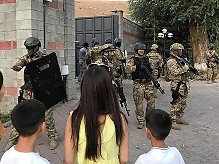 Президент Киргизии обвинил бунтаря Атамбаева в нарушении конституции