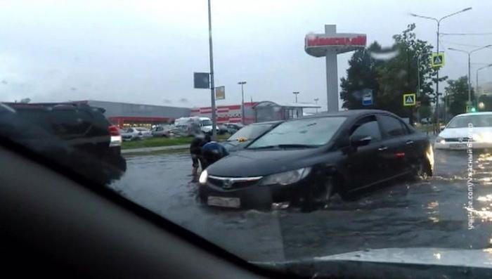 Мощный циклон затопил Петербург, пригрозил Москве и двинулся на Тверь