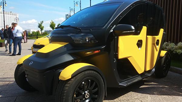 Электромобиль UV-4 для рынка таксомоторных перевозок, представленный группой компаний Калашников