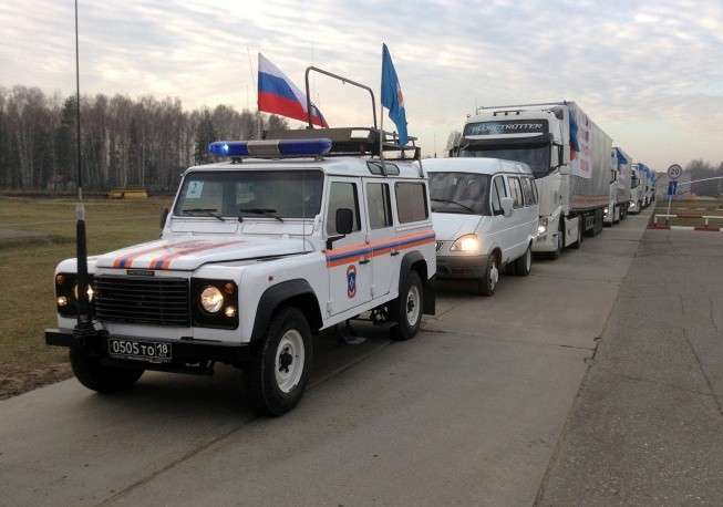 Во вторник, 28 октября, автоколонна с гуманитарной помощью для жителей востока Украины выехала из Подмосковья. На фото: начало движения гуманитарного конвоя