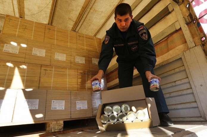 В составе гуманитарного груза продукты питания, стройматериалы, медицинские препараты, материально-технические средства для подготовки к зиме