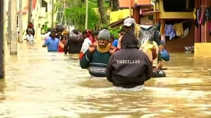Индию затопило сильнейшими ливнями. Воды по пояс
