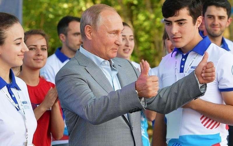 Путин направил приветствие участникам молодежного форума