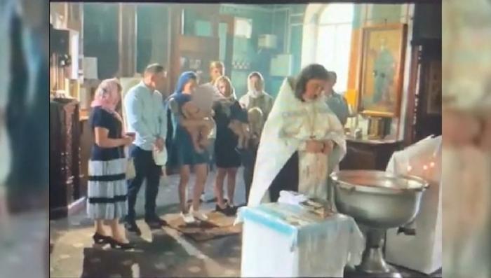 Крещение ребенка попом завершилось травмой и заявлением в полицию