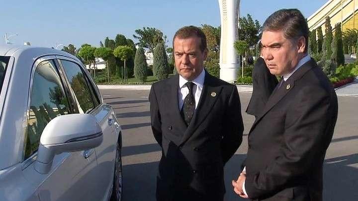 Президент Киргизии купит всю линейку русских правительственных лимузинов Aurus