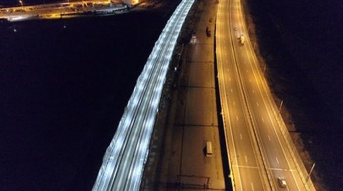На Крымском мосту протестировали освещение железнодорожной части моста
