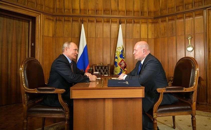 С временно исполняющим обязанности губернатора города Севастополя Михаилом Развожаевым.