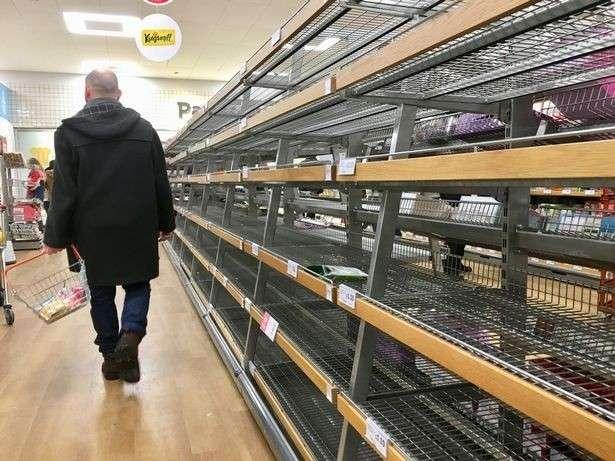 Пустые полки: британцы раскупили продукты перед брекситом, как перед войной (ФОТО, ВИДЕО)