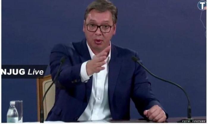 Сравните с Макроном: президент Сербии Вучич мягко «уделал» оппозицию