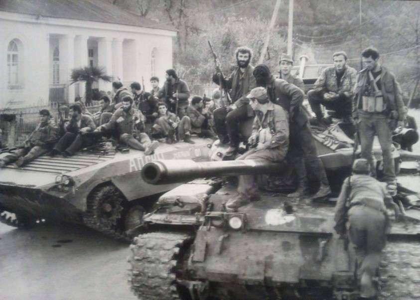 Как грузины «храбро» воевали в Абхазии. Со стариками, детьми и женщинами
