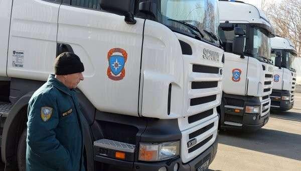 Грузовые автомобили с российской гуманитарной помощью в Донецке. 31 октября 2014